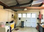 Maison individuelle avec garage.