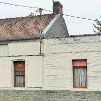 Maison de village semi-individuelle aménagée de plain-pied avec garage