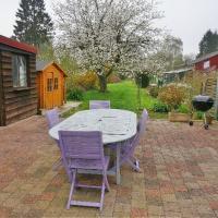 Belle maison semi-individuelle spacieuse avec garage et jardin