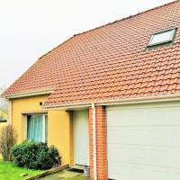 Maison semi-individuelle avec garage.