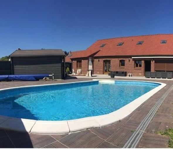 Maison spacieuse 6 chambres avec piscine.