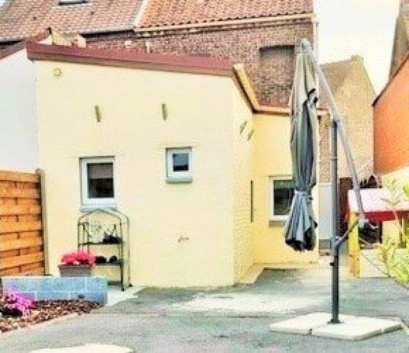 Maison semi-individuelle rénovée.