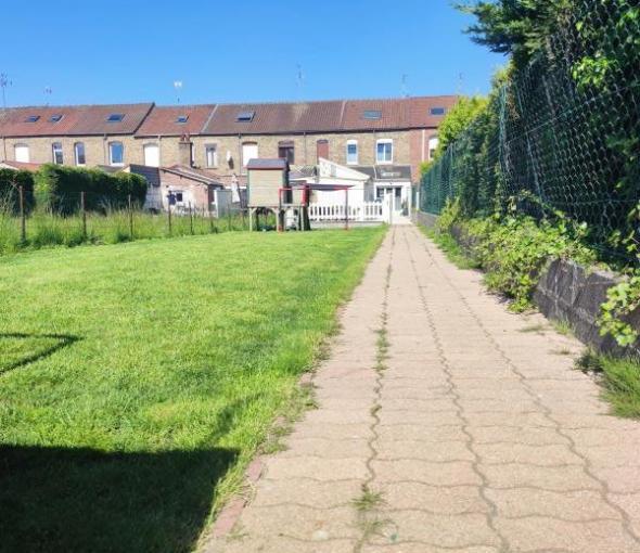 Maison avec garage 2 voitures  3 ch jardin